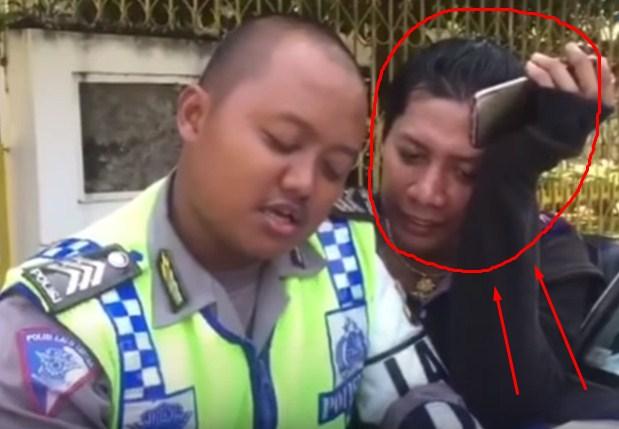polisi tilang banci